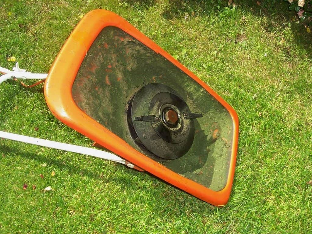 picture of a hover mower from underneath
